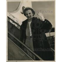 1955 Press Photo Mrs. J.R. Perkins Boarding scandinavian Airlines Plane New York