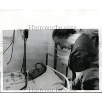 1970 Press Photo Premier Golda Meir, Pulor Yigal Shohat After Return to Israel