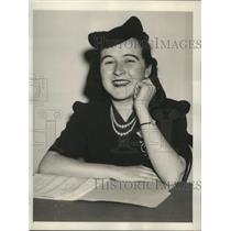 1940 Press Photo Ann Landy Cole Drafting the Labor Board's Decision Against Ford