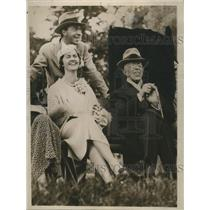 Press Photo King Gustav V of Sweden with Prince Gustav Adolf and his wife