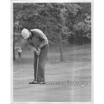 1966 Press Photo Ken Venturi Putting on 17th Green - fux00877