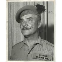 1962 Press Photo Sergt. Maj. Ron Finnie of Black Watch Regiment on Job Again