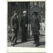 1942 Press Photo Beefeater are Yeoman Warders or Honorary Members of Kings Guard