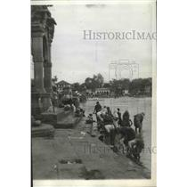 1936 Press Photo Wash Day in Delhi they simply went to Ganges River - spx14158