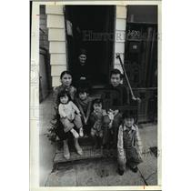 1981 Press Photo Blong, Ly Vang, and Family Outside Their Milwaukee Home