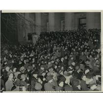 1941 Press Photo Crowds watching the Columbia Red Cross Workes Demonstration