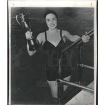 1950 Press Photo Colleen Townsend Health Girl trophy