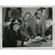 1947 Press Photo Capt.Alden Graham , James Powers and Commander Attilio Gatti