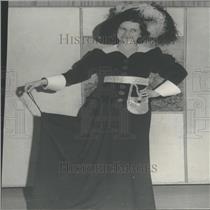 1935 Press Photo Robin Hood Jean Dickenson Soprano Maid