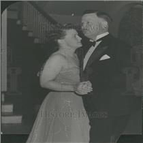 Press Photo Socialites Mead Couple Dancing Dinner