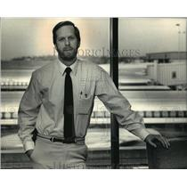 1988 Press Photo C. Barry Bateman-The Mitchell International Airport Director