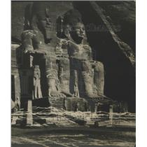1927 Press Photo Two of the four Colossi of Ramses II in Egypt - mjx23458