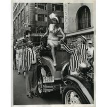 1962 Press Photo Model Sally Ackerman at Ford Transcontinental Tour Times Square