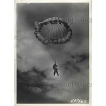 1945 Press Photo A man parachuting - spx14708