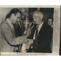 1946 Press Photo Charles Littlefield present U.S Open Golf Cup to Lloyd Mangrum