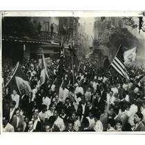 1942 Press Photo Rio de Janeiro, Brazil US Embassy Demonstrators - ftx00265