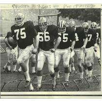 1970 Press Photo George Kunz and the Atlanta Falcons do drills at practice.