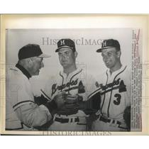 1961 Press Photo Manager Charlie Dressen with Seth morehead and Moe Drabowsky