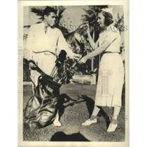 1937 Press Photo Lawson Little took time to Caddy for Mrs.Little at Florida