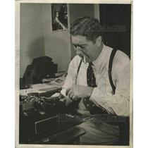 1940 Press Photo Quentin Reynolds noted war correspondent & author - lfx04383