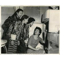1960 Press Photo Mrs Turrell Wylie Shows Tibetan Refugee Women American Kitchen