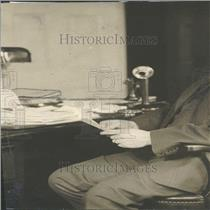 1919 Press Photo Someone sitting, who am I