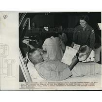 1968 Press Photo Sgt Joseph Maxwell Receives Cookies from Red Cross, Vietnam