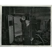 1942 Press Photo Charles Singer w/ Horse Drawn Cab in Boston, Massachusetts