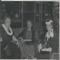1940 Press Photo Vacation/Hawaii/Women/Denver