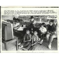1969 Press Photo Hurricane Laurie - Refugees of Plaquemines Parish Watch TV