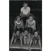 1952 Press Photo Campers show off their tumbling skills - spa37371