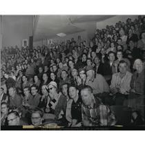 1957 Press Photo Hockey crowd shoved the Flyers' home attendance over 100,000
