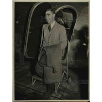 1941 Press Photo Prince Franz Hohenlone Alights From United Air Lines Plane