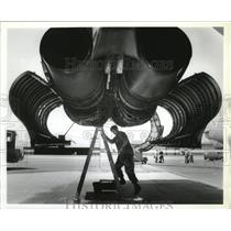 1993 Press Photo Tech Sgt Matthew Byrd works on B-52 fuel systems-Fairchild AFB