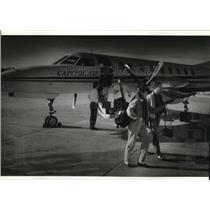 1994 Press Photo Barbara and Chris Sabal Arrive at Mitchell Airport - mja51946