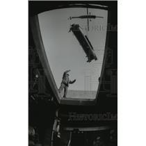 1994 Press Photo Installing Air Conditioning, Catholic Knights Insurance Society