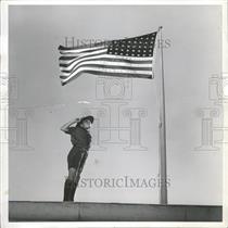 1940 Press Photo Metro Goldwyn Mayor Flag Speak Miller