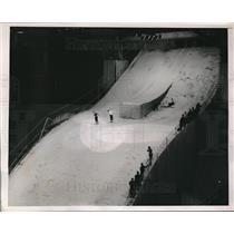 1938 Press Photo William Pulaski, Chuck Warren pairs ski jump at NYC ski meet