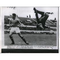 1956 Press Photo Roman goalie Orlandi vs Brazilian team at soccer in Rome