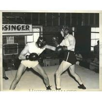 1935 Press Photo Barney ross spars withPhil Rafferty training for Jimmy McLarnin
