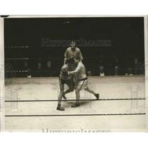 1932 Press Photo Jerry Wright in a bout with Adam Smith - nes53171
