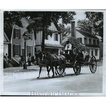 Press Photo Colonial Williamsburg, Virginia Horse-Drawn Coach - ftx01364