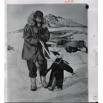 1958 Press Photo Captain W. Dichey w/ Antarctic Penguin, Task Force 43