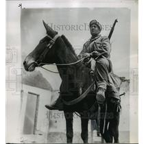 1951 Press Photo Turkish Soldier on Chinese Red Mule - ftx01279
