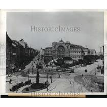 1945 Press Photo Budapest, Hungary Railway Station, Baross Square - ftx01415
