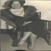1933 Press Photo Woman