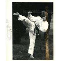 1985 Press Photo Gold Medal Kick Susan Moberry Gold Medal Karate Competition