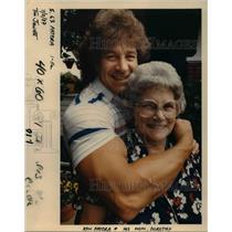 1987 Press Photo Ken Patera Mother Dorothy Professional Wrestler Olympian