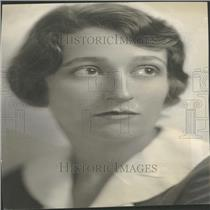 1935 Press Photo Entertaining Socialite Holme Portrait