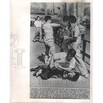 1962 Press Photo Japan Pickpockets Caught Action Arrest